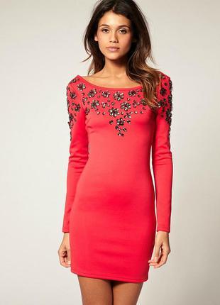 Красивое нарядное короткое платье