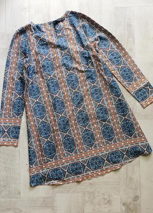 Короткое платьe с длинными рукавами