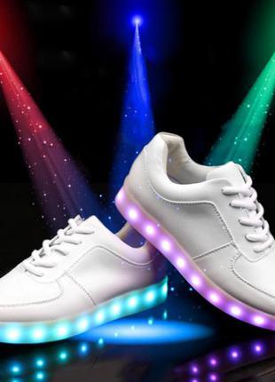 Светящиеся кроссовки в разных размерах и цветах