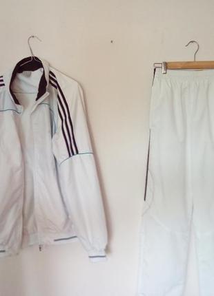 Белоснежный спортивный костюм adidas
