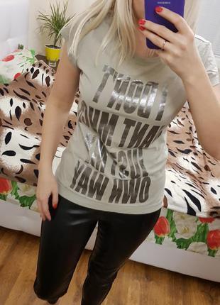 Стильная футболка цвета хаки