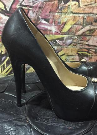Туфли на каблуке черные кожзам размер 36 на тонком каблуке высоком