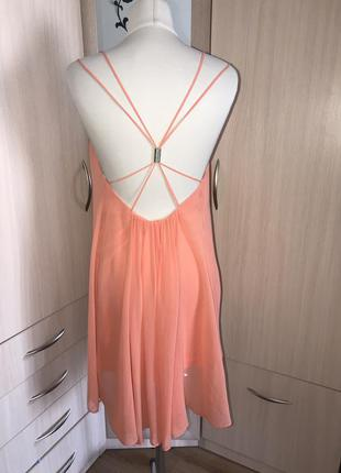 Коралловое платье с открытой спиной