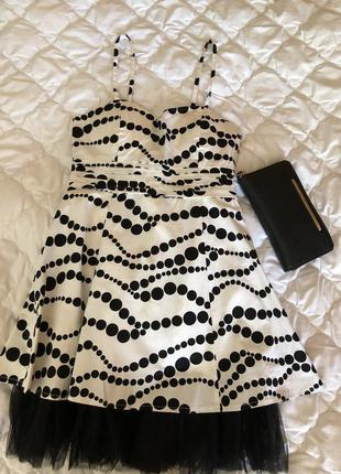 Платье белое в черный горошек