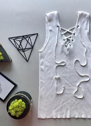 Крутая белая футболка майка с шнуровкой в рубчик с завязками с декольте