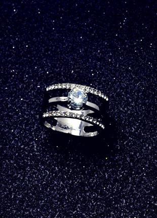 Кольцо широкое в камнях
