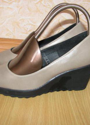 Greek shoes туфли 36 р по ст 23.5 см беж состояние на фото