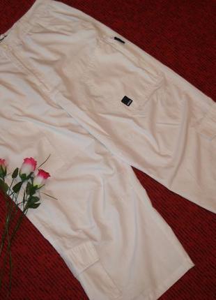 Фирменные спортивные белоснежные бриджи , размер l
