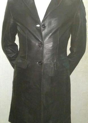 Женская чёрная приталенная длинная куртка!