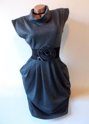 Серое платье с коротким рукавом с поясом осеннее теплое