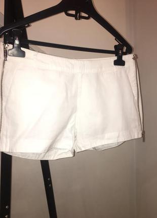 Стильные белые шорты kira plastinina