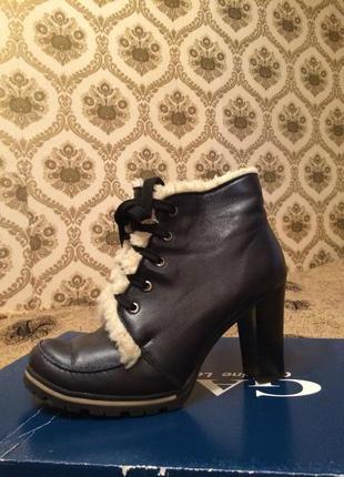 Кожаные ботинки синего цвета