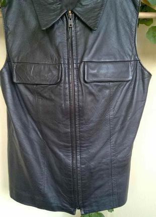 Кожаный костюм: жилет с короткой юбкой