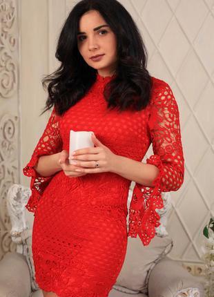 Кружевное красное платье