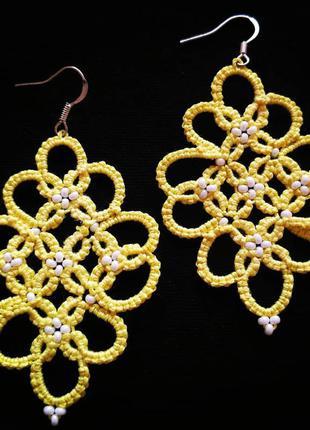 Нежные жёлтые серьги с бисером