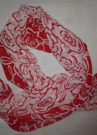 Красивый новый весенний шарф