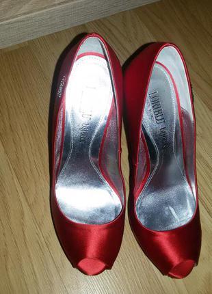 Туфли на высоком каблуке loriblu