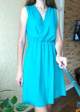 Шифоновое платье изумрудного цвета