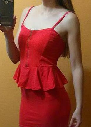Сексуальное вечернее платье с баской bershka