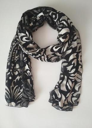 Красивый французский шарф из шелка и вискозы