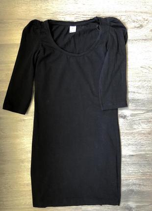 Черное приталенное мини платье