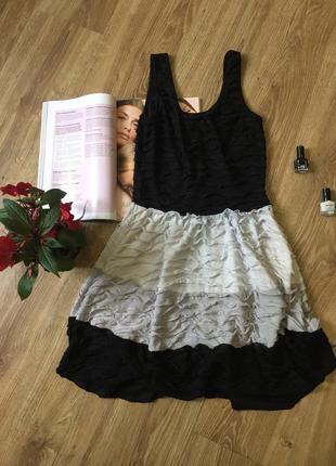 Чёрно-белое короткое платье на лето