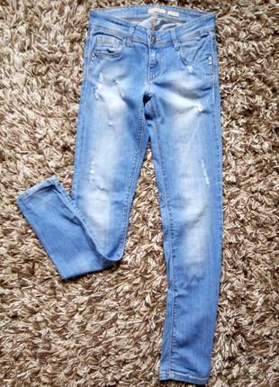 Рваные джинсы скинни stradivarius