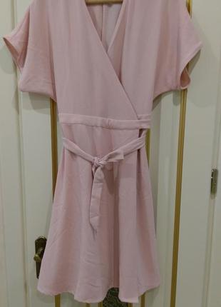 Розове плаття