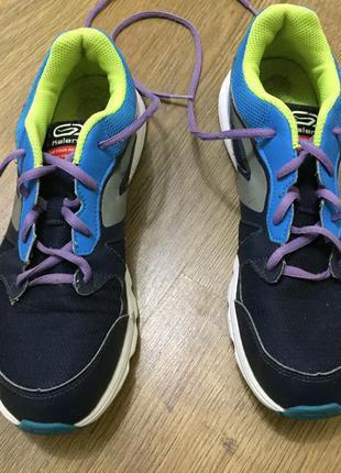 Кроссовки, кросівки, спортивне взуття.