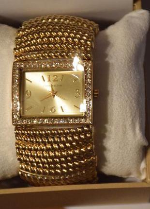 Элегантные наручные часы женские