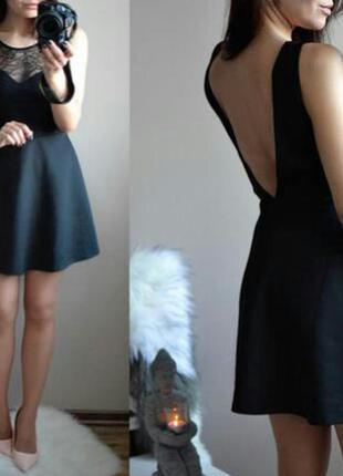 Черное платье с открытой спинкой