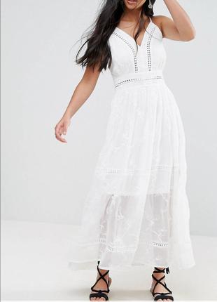 Белое летнее платье с вышивкой, очень  красивое