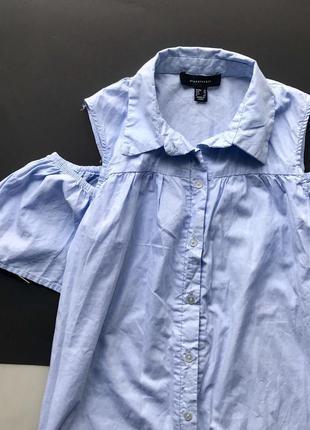 Свободное голубое платья рубашка с открытыми плечами3