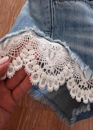 Шорты gloria jeans с кружевом.