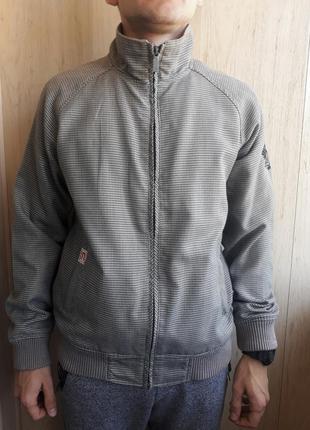 Лёгкая мужская курточка