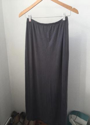Актуальная базовая юбка миди
