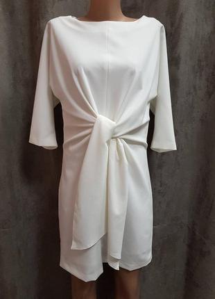 Белое платье фасон летучая мышь,белое к низу зауженое платте с бантом на животе