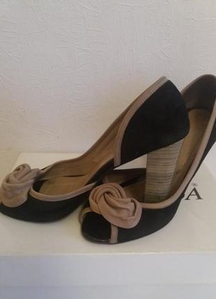 Туфлі -босоножки