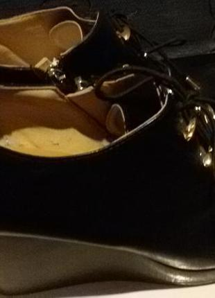 Демисезонные ботиночки на танкетке