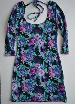Яркое платье c открытой спиной new look