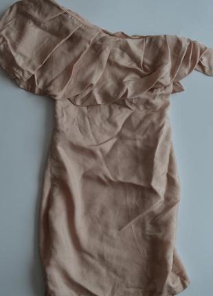 Платье по фигуре на одно плече
