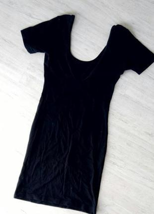 Черное миди платье с вырезом на спине