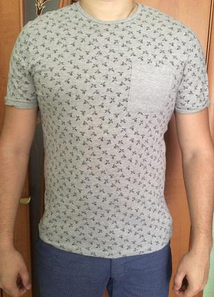 Мужская футболка серая с птицами и карманом topman.