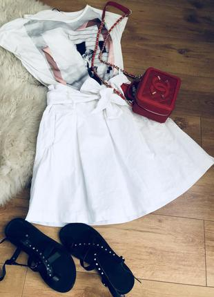Белая расклешенная юбка из натурального льна
