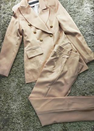 Шикарный брючный костюм удлиненный пиджак жакет розовый пудровый