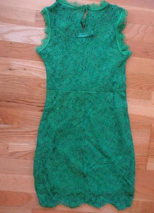 Красивое нарядное гипюровое платье с фигурным низом