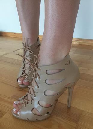 Бежевые туфли на шнуровке atmosphere