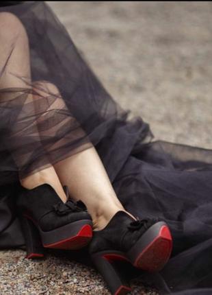 Идеальные туфли-ботильйоны с красной подошвой