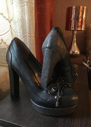 Стильные туфли для деловой девушки