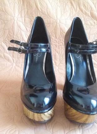 Туфли лакированные на высоком каблуке